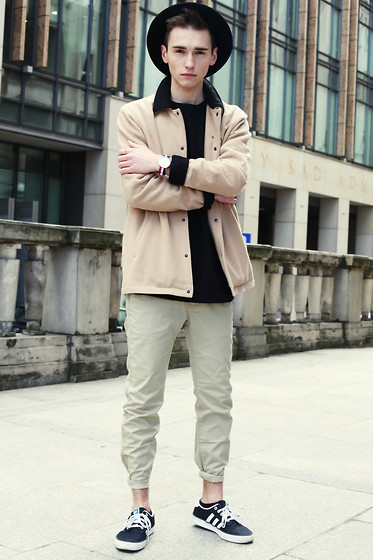 Romek Gelard Gello - Hockey Jersey Wpi, Beige Jacket, Daniel Wellington, Kiel Adidas Originals - Look Right
