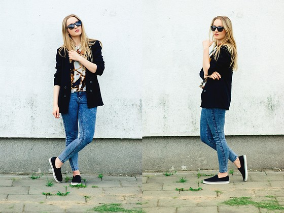 Agnieszka Warcaba - Vinted Sunglasses, Zara Jacket, Atmosphere Shirt, Pull& Bear Jeans, Allegro Slip On - Black slip on