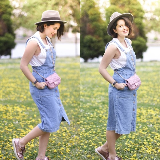 Iria Lata Rey - Zara Denim Dress, Purificacion Garcia Mini Bag - SUNSET