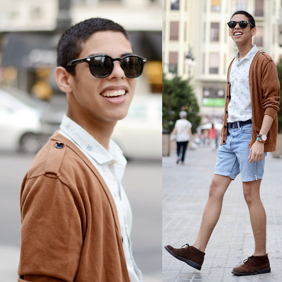Andrés Barreto - Bershka Shirt, Daniel Wellington Watch, H&M Belt, Levi's® Shorts, Hugo Boss Boots - Simplicity is the new black.