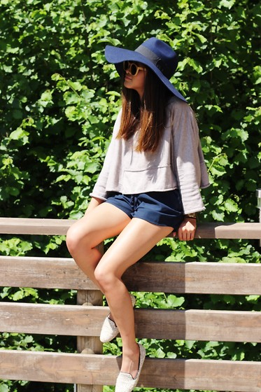 Téva Sartori - River Island Hat, Only Short, Jeffrey Campbell Slippers - Hey June