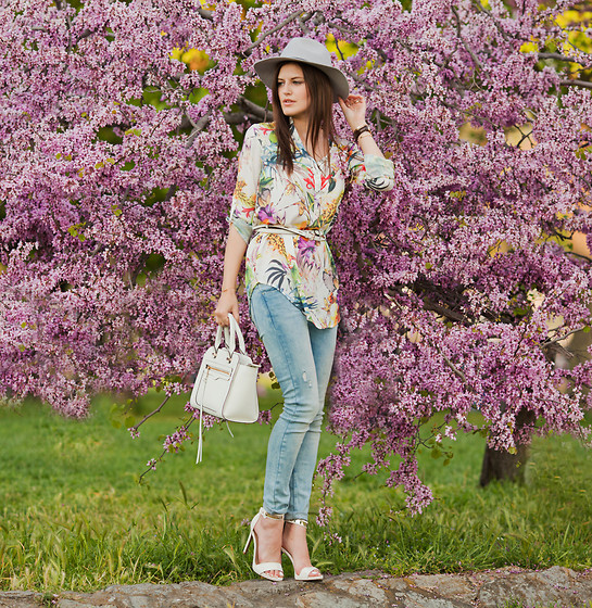 Viktoriya Sener - Asos Hat, Sheinside Blouse, Zara Jeans, Rebecca Minkoff Bag, Mango Sandals - UNDER BLOOMING TREE
