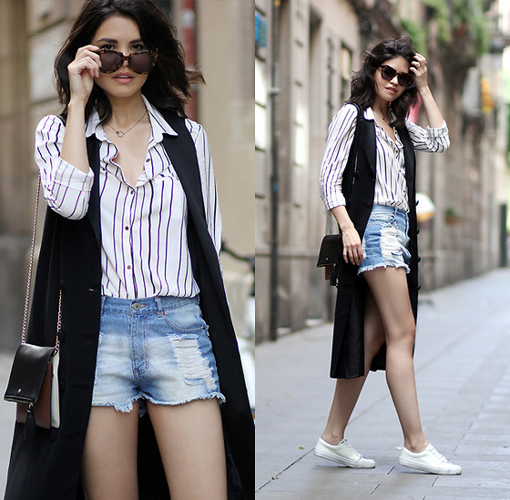 Adriana Gastélum - Sheinside Striped Shirt, Aloha Tata Long Waistcoat, Forever21 Ripped Denim Shorts, Karen Walker Sunnies, Fake Leather Find Out More On - Unexpected lenghts