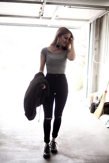 Jessica Christ - Adidas Supercolor, Brandy Melville Usa High Waisted Jeans - Less is more