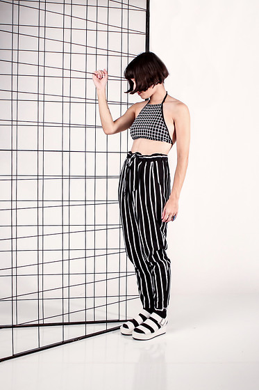 Daniela Nutz - Topshop Grid Top, Forever 21 White Flatforms - M