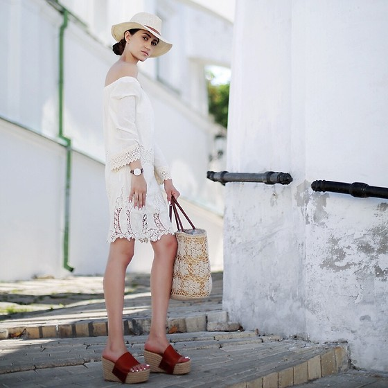 Tina Sizonova - Jessica Buurman Sandals, Daniel Wellington Watch, Mango Hat - Take Me to Santorini