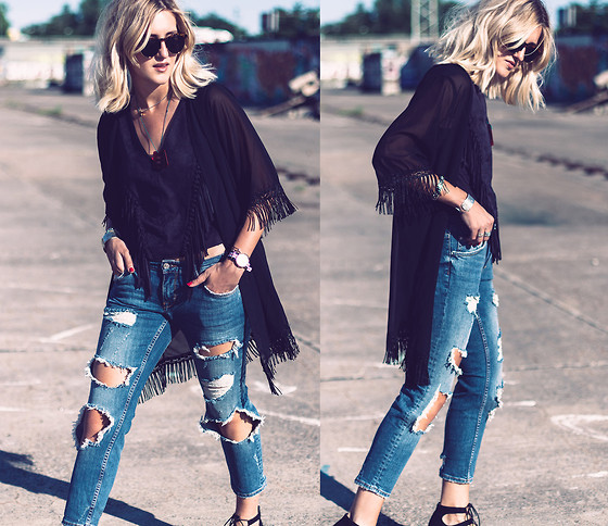 Mikuta - Zara Jeans, Young Hungry Free Kimono, Zara Top - Ripped'n'fringed