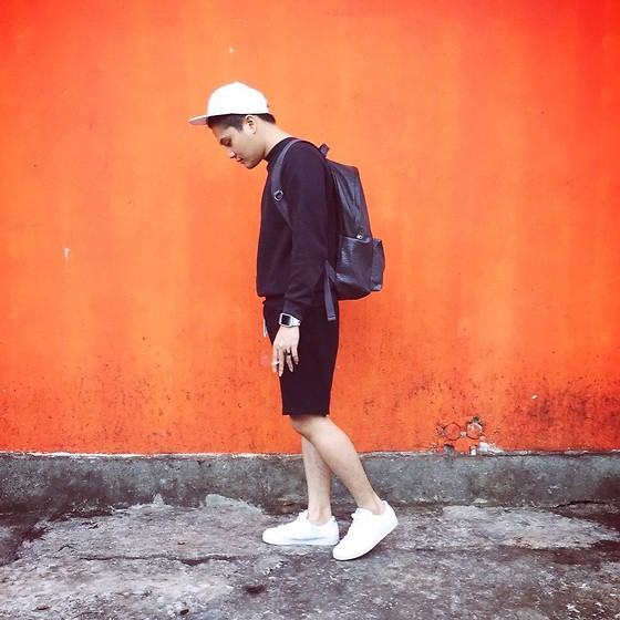 KENICHIWAKEY @kenichiwakey - H&M Snapback, Zara Backpack, Nike Sneakers, H&M Short Pants, Hongkong Sweater - Orange wall!