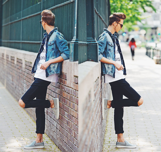 Chaby H. - Denim Jacket, Deadlegacy Printed T Shirt, Vintage Ripped Jeans, Axelarigato Pony Hair Slipon - Downtown chilling