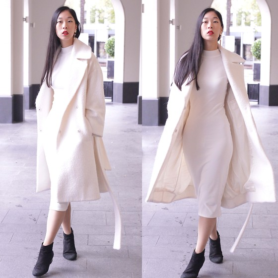 Cissy Zhang - Mtwtf White Oversized Coat, H&M White Dress - When in doubt wear white
