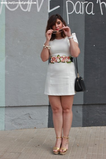 Miriam Morilla Macias - Zara Vestido, Zara Cuñas, Just For Real Girls Cinturon, Michael Kors Bolso, H&M Gafas - FLOWER BELT