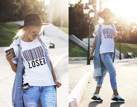 Krist Elle - The Ripped Classic Blue Jeans, The Yub App Loser T Shirt - LOSER