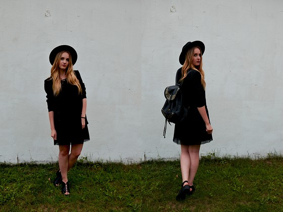 Agnieszka Warcaba - H&M Hat, H&M Top, House Skirt, Zara Jacket, H&M Boots, Centro Backpack - Black shoeholic