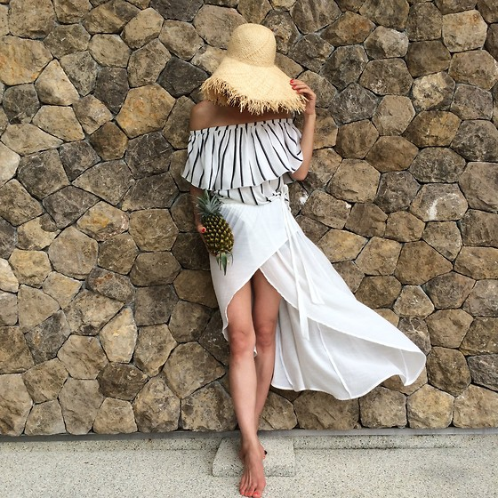 Emma Lee - Zara Off Shoulder Top, Byer California Soft Gauzy Skirt, H&M Straw Hat - Summer chic