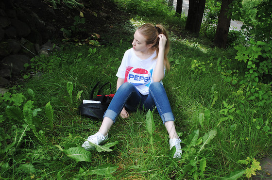 Noora V - H&M Pepsi T Shirt, Lindex Bag, H&M Shoes - PEPSI