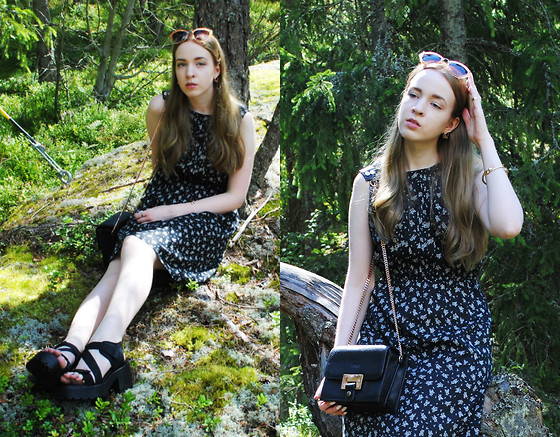 Noora V - Miu Sunglasses, Lumi Bag, Indiska Dress, Vagabond Sandals - Where the blueberries grow