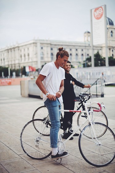 Richy Koll - Vans Sneakers, H&M Socks, Cheap Monday Jeans, H&M T Shirt, Baggy, Watch, Supreme Bike - Bike life part 2.