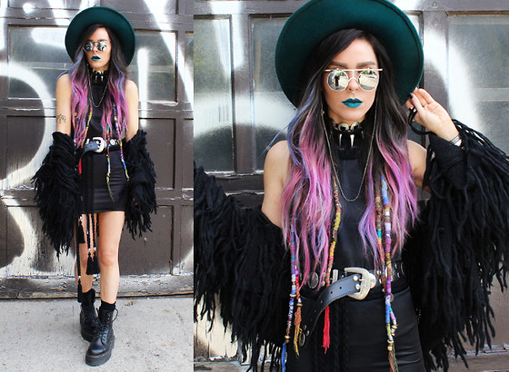 Katia Nikolajew - Zerouv Sunglasses, Suavecita Lipstick, Stinnys Concho Necklace, Alma Chains Frame Chain, Metalle Clothing Dress, Pretty Attitude Shaggy Vest, Mums Handmade Knit Tassel Belt, Dr. Martens - Black sheep...
