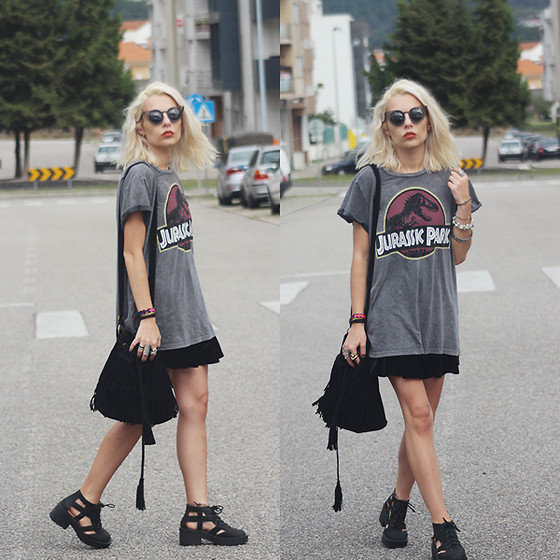Cátia Gonçalves - Pull & Bear T Shirt, Jeffrey Campbell Boots, Dressin Suede Bag - When the violence causes silence we must be mistaken