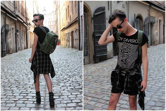 Olive. Wonder -  - ON THE GO IN PRAGUE