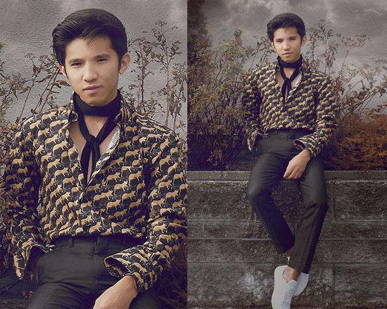 Mc kenneth Licon - Selected Homme Black Skinny Tie, Naked & Famous Jungle Printed Shirt, Sully Wong Low Top Sneakers - That 70's look