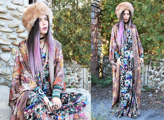 Katia Nikolajew - Gypsy Soul Designs Kimono, Style Moi 2 Piece Top And Trouser, Stinnys Bull Choker, Soulfully Adorned Jasper Slab Necklace, Flora And Fauuna Macrame Quartz Necklace, The Mayan Store Beaded Cuffs, Rabbit And The Raven Cuff - Print mismatch...