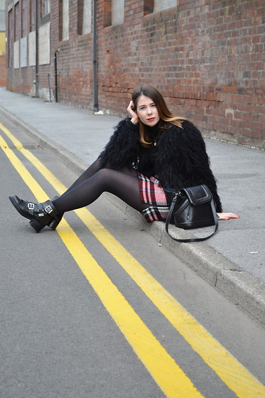 Hollie .S. - Topshop Skirt, Kurt Geiger Boots - Sit a while with me