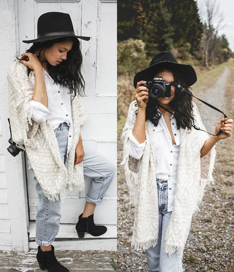 Jessica B. - Garage Clothing Shirt, Pacsun Sweater, Levi's® Jeans - An Autumn Day