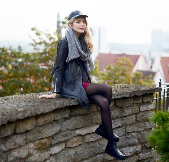 Ebba Zingmark - Topshop Jacket, Topshop Cap, & Other Stories Scarf, S.Oliver Premium Vest, Henry Kole Shoes - IN TALLINN