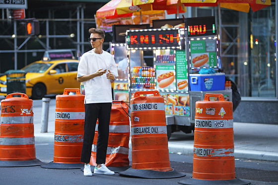 Chaby H. - H&M White Oversized T Shirt, H&M Black Pants, Adidas Stan Smith - American vibe