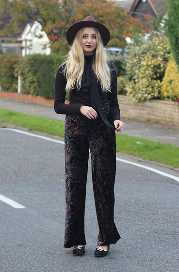 Laura Rogan - Missguided Hat, Zara Scarf, Primark Sweater, Zara Trousers, Missguided Shoes - The Witching Hour