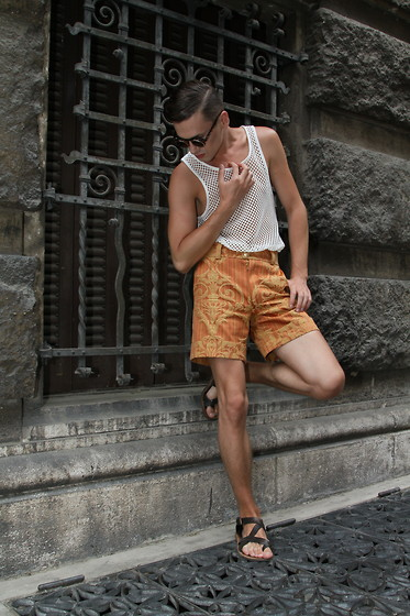 Łukasz Omiotek - Sunglasses Www.Brylove.Com, Shorts Designed By Mysel, Tank Top H&M, Sandals Zara - FASHION BAROQUE