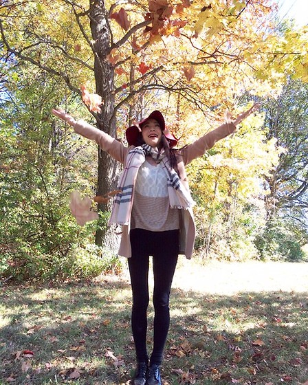 Emma Lee - Burberry Scarf, Byer California Sweater, Zara Legging, Zara Coat - Fun in autumn