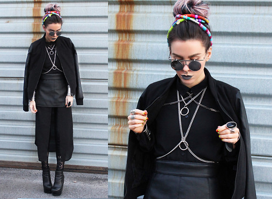 Katia Nikolajew - Zerouv Sunglasses, Lime Crime ''Cement'' Lipstick, Petpigeons Jewelry Chain Harness & Necklaces, Pretty Attitude Leather/Lace Leggings - All black everything...