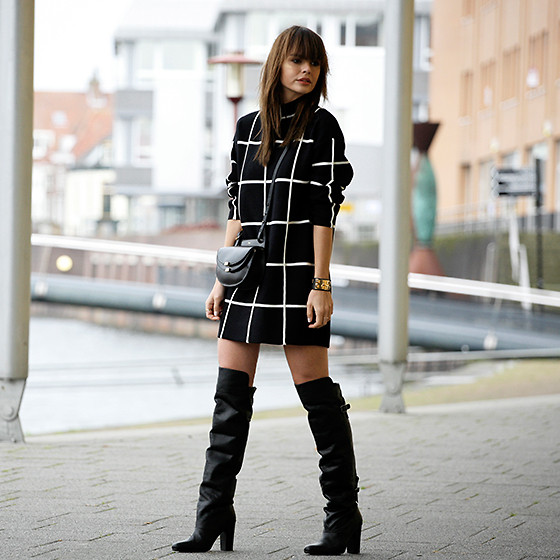 Iris . -  - GRID SWEATER DRESS