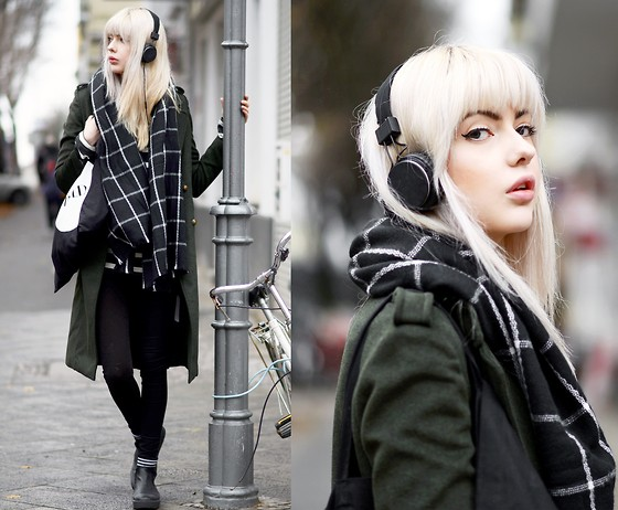 Ebba Zingmark - Bershka Coat, Borrowed Scarf, Lee Jeans, Henry Kole Boots, Urbanears Headphones - Catch the Crossroads