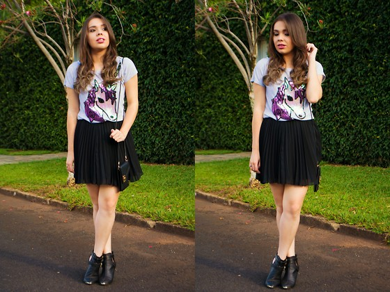 Priscila Figueredo - Unicorn T Shirt, Black Skirt, Boots - Unicorn and boots;