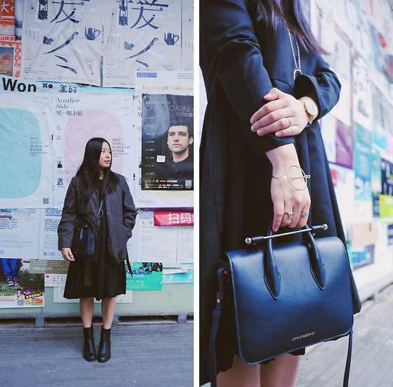 Yan Chen - Uniqlo And Lemaire Jacket, Darkcat Dress, Randompiece Boots, Strathberry Bag, Cbomb Bangle - Cool look with elegant bag