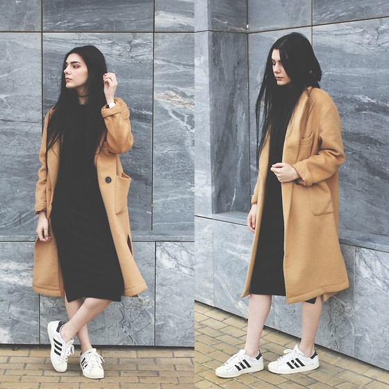 CLAUDIA Holynights - Frontrowshop Camel Oversized Coat, Yyw Black Ribbed Dress - Black, white and camel