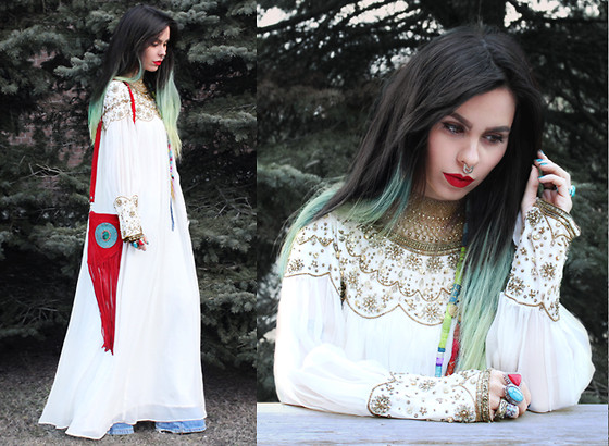 Katia Nikolajew - Moonchild Lipstick ''Fierce'', Oshun Attire Dress, Andrea Tamaela Fringe Bag - Going with the flow...