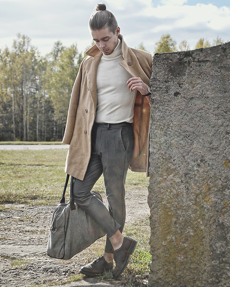 Edgar - Primark Cropped Suit Trousers, Primark Holdall Bag, Brown Brogue Shoes, White Roll Neck Sweater, Camel Overcoat, Daniel Wellington Leather Watch - WELCOME TO 2016 // CAMEL OVERCOAT