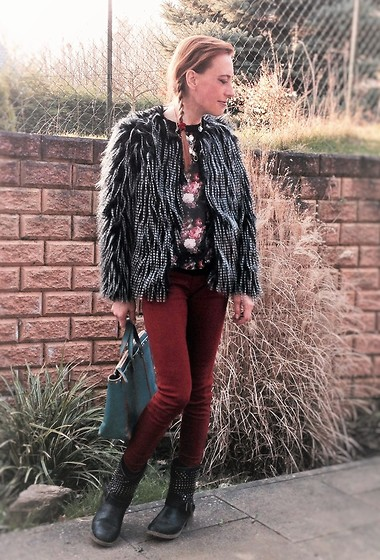 Nessy Wagner - Campomaggi Bag, Zara Pants - Fake Fur for a  good conscience