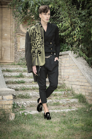 Łukasz Omiotek - Jacket Designed By Myself, Trousers Zara, Shirts Balmain For H&M, Shoes Zara, Bag H&M - Villa Pamphili