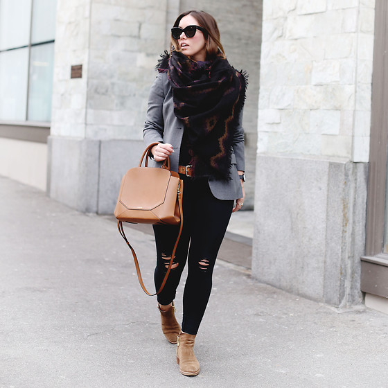 Alexandra G. - Aritzia Printed Blanket Scarf, Aritzia Leather Bag, James Jeans Ripped Skinny - Wrap It