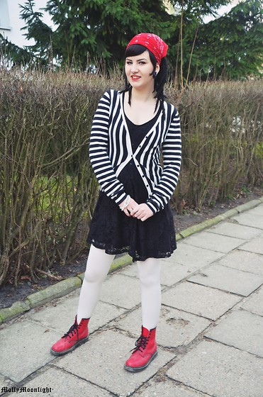 Molly Moonlight - H&M Sweterek, H&M Dress, Mairlyn Tights, Dr. Martens Boots - I'm a child again