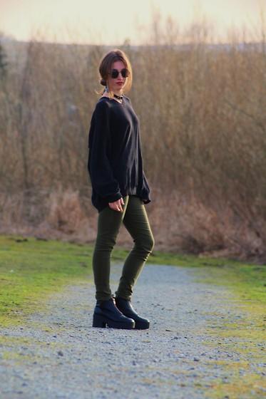 Zu Sabatkova - Oversized Sweater, Platforms - 14/02/2016