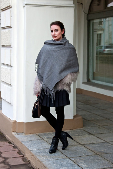 Anna Puzova - Acessorize Wrap, H&M Fur, Triangle Skirt, Miss Selfridge Boots, New Look Bag - Less Than 50 Shades of Grey