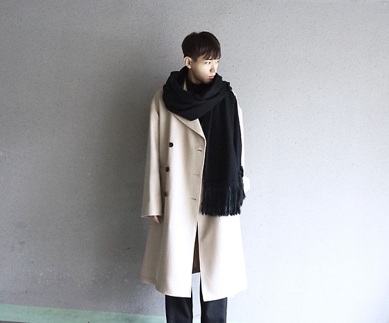 Naoshi Hashimoto - Dressedundressed, Acne Studios, Paul Smith - Pail beige