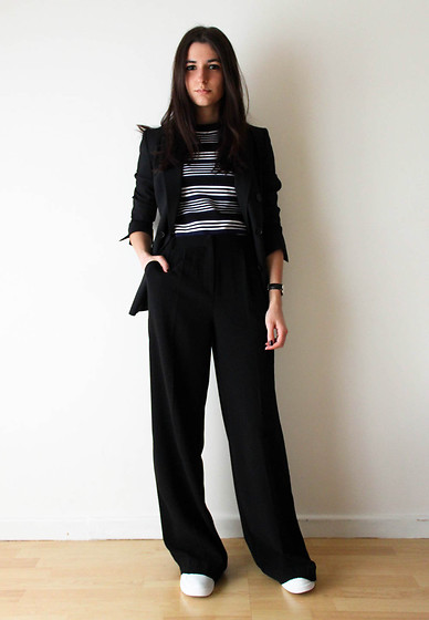 Aria - Top, Flare Pants, White Sneakers, Blazer - Flares and stripes