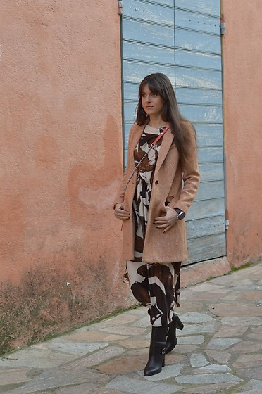 Jeanne -  - Maxi Dress and Peachy Coat